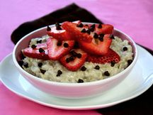 Large & In Charge Neapolitan Oatmeal - Hungry Girl