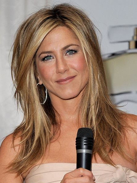 "Layered cut - I prefer this look since it has no bangs - but then can I really walk into a salon ad say ""Give me the Jennifer Anniston look""!!!????  Sorry ""Rachel"" fans - I just don't think I could do that!"