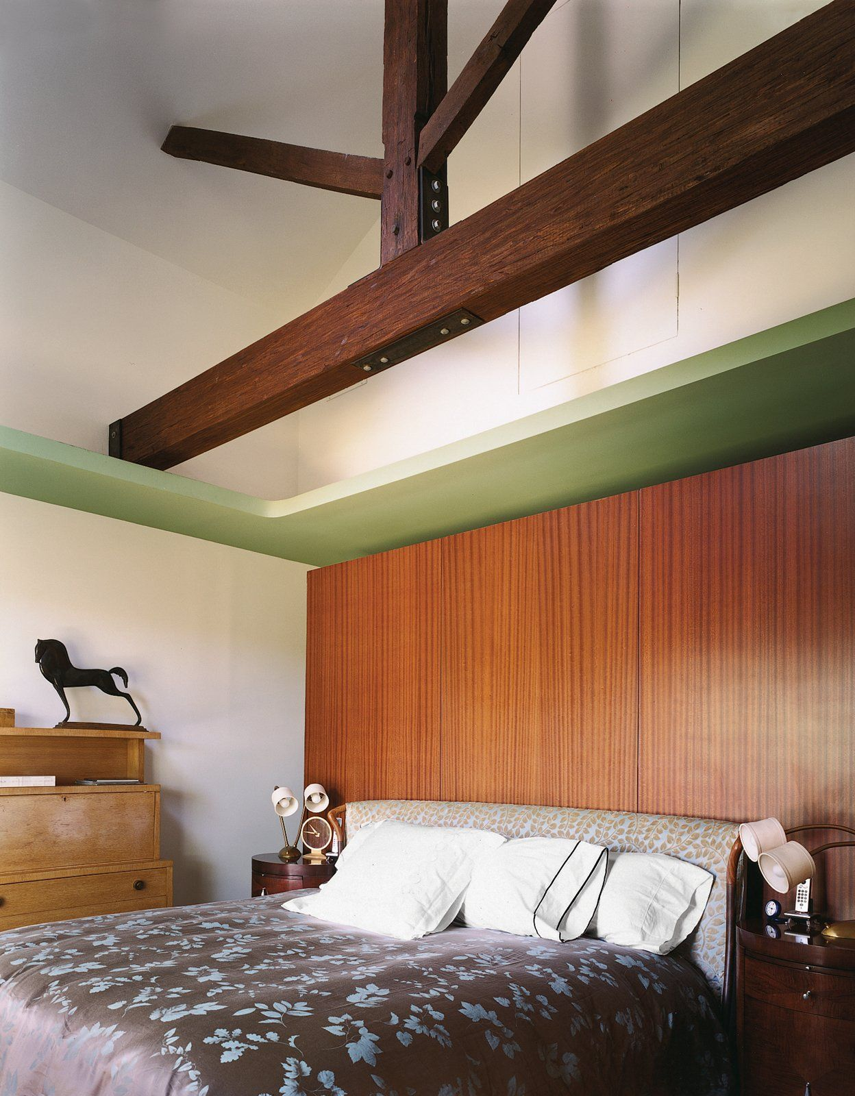Modern Mahogany Bedroom Furniture: 25 Homes With Exposed Wood Beams: Rustic To Modern