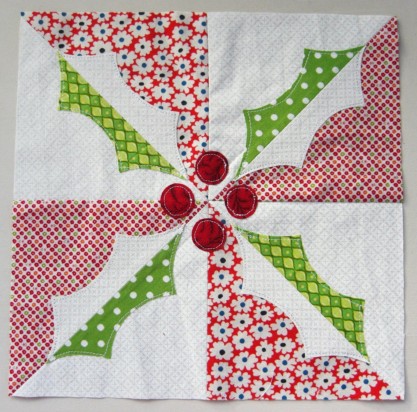 holly quilt block, free pattern & templates from the flossy blossy blog