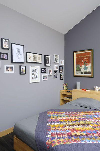 violet bedroom frames on the wall chambre coucher. Black Bedroom Furniture Sets. Home Design Ideas