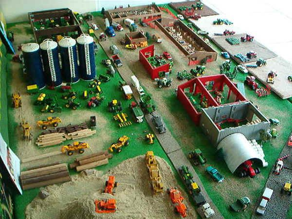 Best toy farm display farm toy displays toytractorshow for 1 64 farm layouts