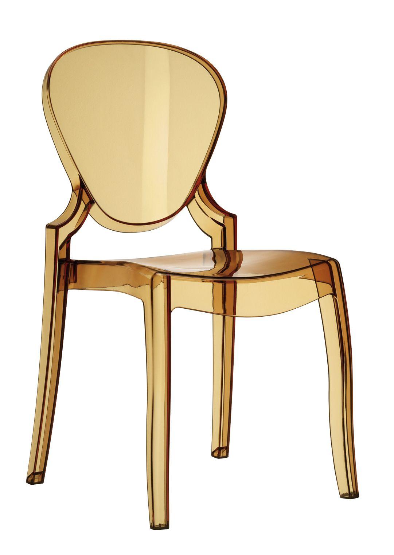 Silla QUEEN transparente en policarbonato coloreado u opaco. Gracias a la resistencia de su material, esta silla de diseño es apta tanto para interior como para exterior. Un modelo de silla transparente que recrea sus formas neo-clásicas dándole un resultado más contemporáneo y actual. El elemento perfecto para aportar un toque elegante y sofisticado al mobiliario de hostelería. Opción de añadirle un cojín tapizado.