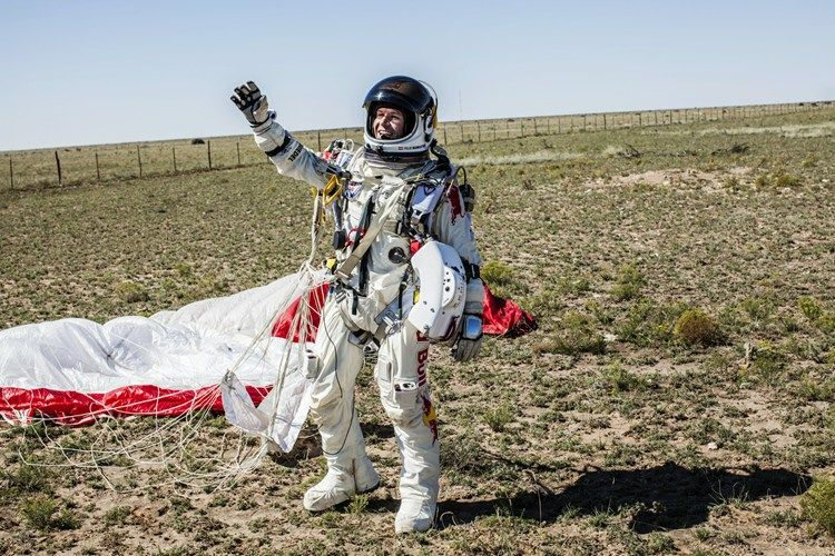 Felix Baumgartner   Red Bull Stratos - Supersonic flight without a plane.