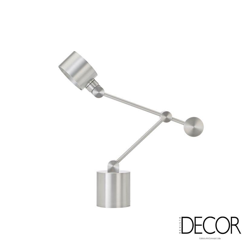 Com Cupula Em Formato De Cilindro Luminaria De Mesa Boom Light Tom Dixon Conta Com Duas Hastes Articuladas Que Permitem Di Lamp Modern Table Lamp Table Lamp
