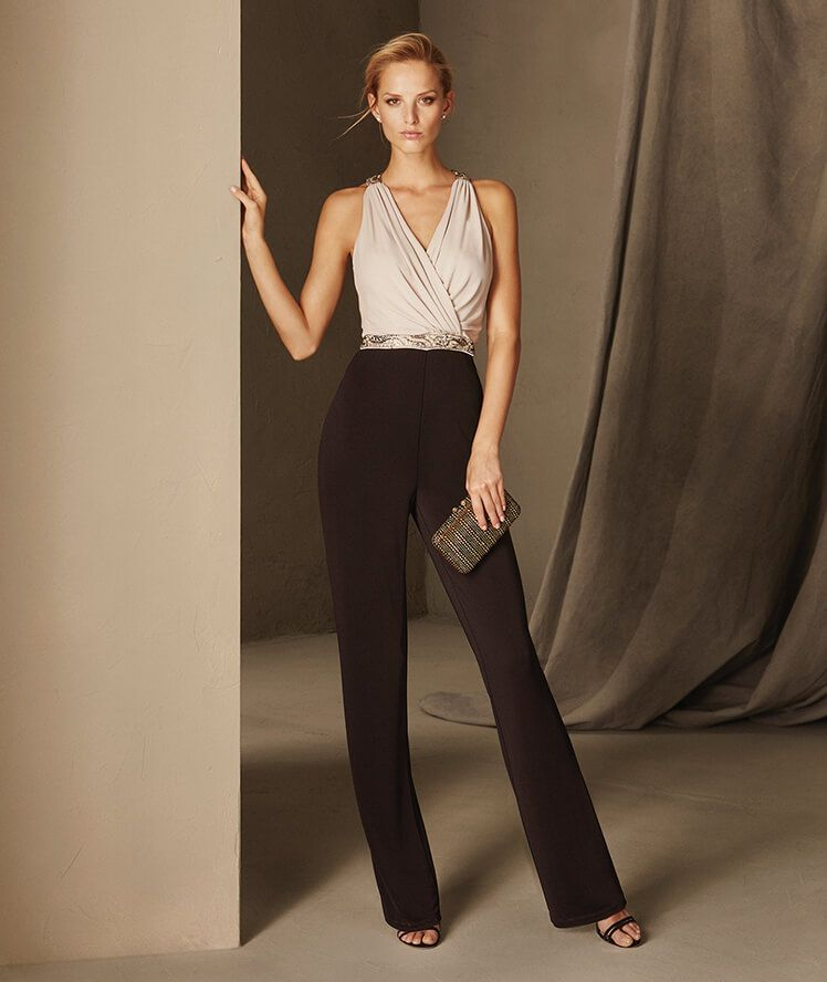 6b71ec6c5cd5 BRUNA - Cocktail jumpsuit with a crew neckline on the back and a V ...