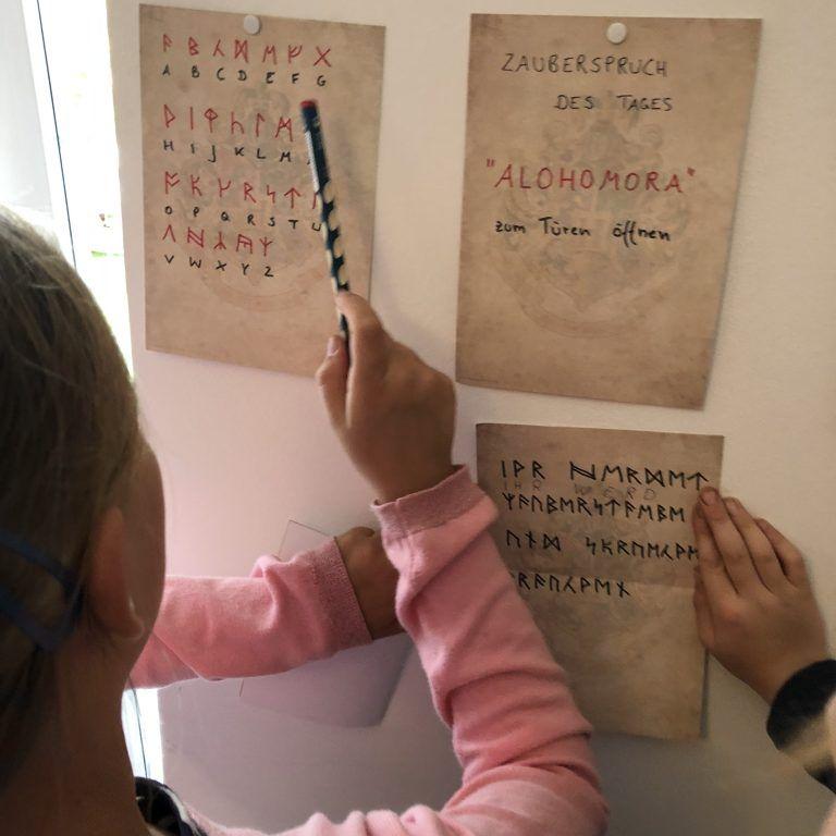 {Werbung ohne Auftrag} Rätsel lösen - Ancient Runes - Runen übersetzen - Schatzsuche Harry Potter Party zum 9. Geburtstag - BloggerMumOf3Boys