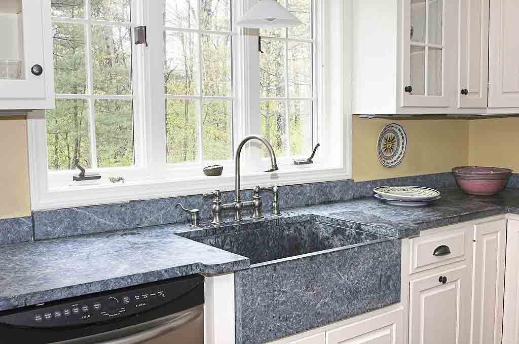 كيف تختار حوض المطبخ المناسب Blue Granite Countertops Green Kitchen Walls Brown Kitchen Cabinets