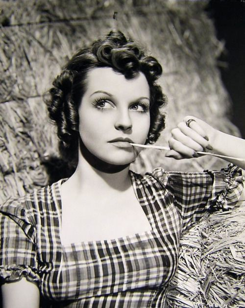 betty field height
