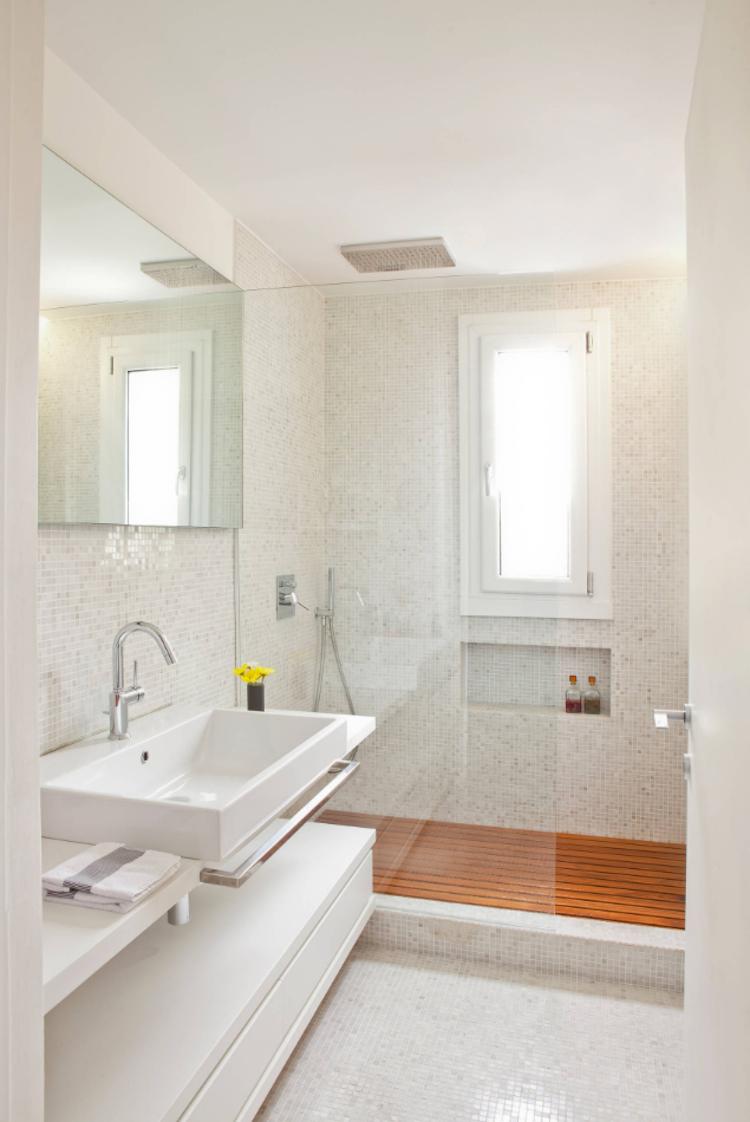Dusche Vor Fenster Badezimmer Einbauen Installieren Sichtschutz Milchglas Rollos Folien Fensterflug Badezimmer Schlafzimmerrenovierung Badezimmer Fenster Ideen