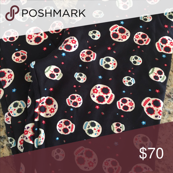 TC LuLaRoe Leggings BNWT TC fits size 12-22, these are a part of the Halloween capsule2016. Very hard to find. Black background with sugar skulls all over LuLaRoe Pants Leggings