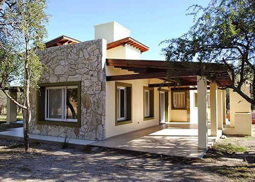 Berti cervilla arquitectos casa estilo country for Fachadas de casas mexicanas