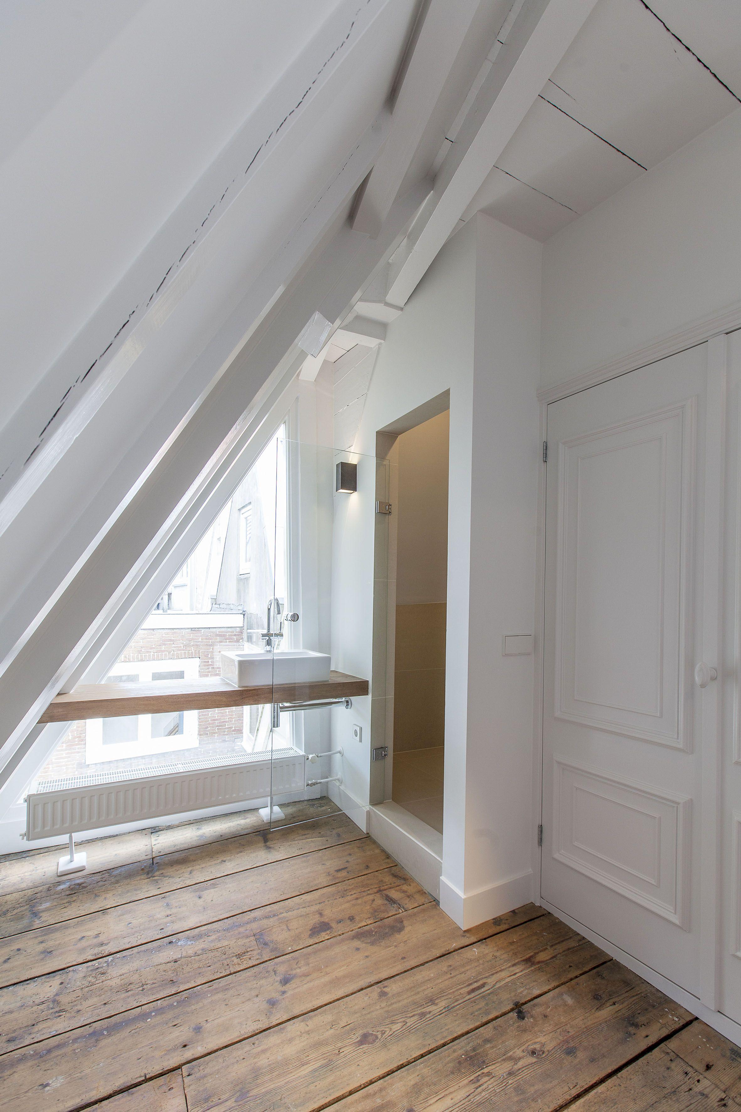 kleine badkamer zolder toegang? | Baths | Pinterest | Flow, Sinks ...
