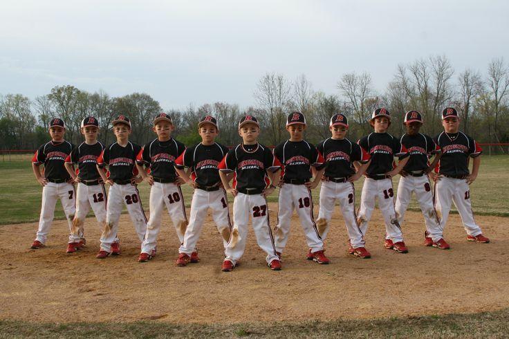 17 Creative Ideas For Baseball And Softball Team Portraits In 2020 Baseball Team Pictures Softball Photography Baseball Photography