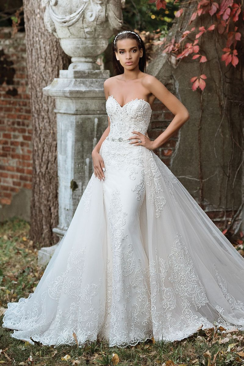 Wedding dress with removable train  Justin Alexander signature wedding dresses style   Ballgowns