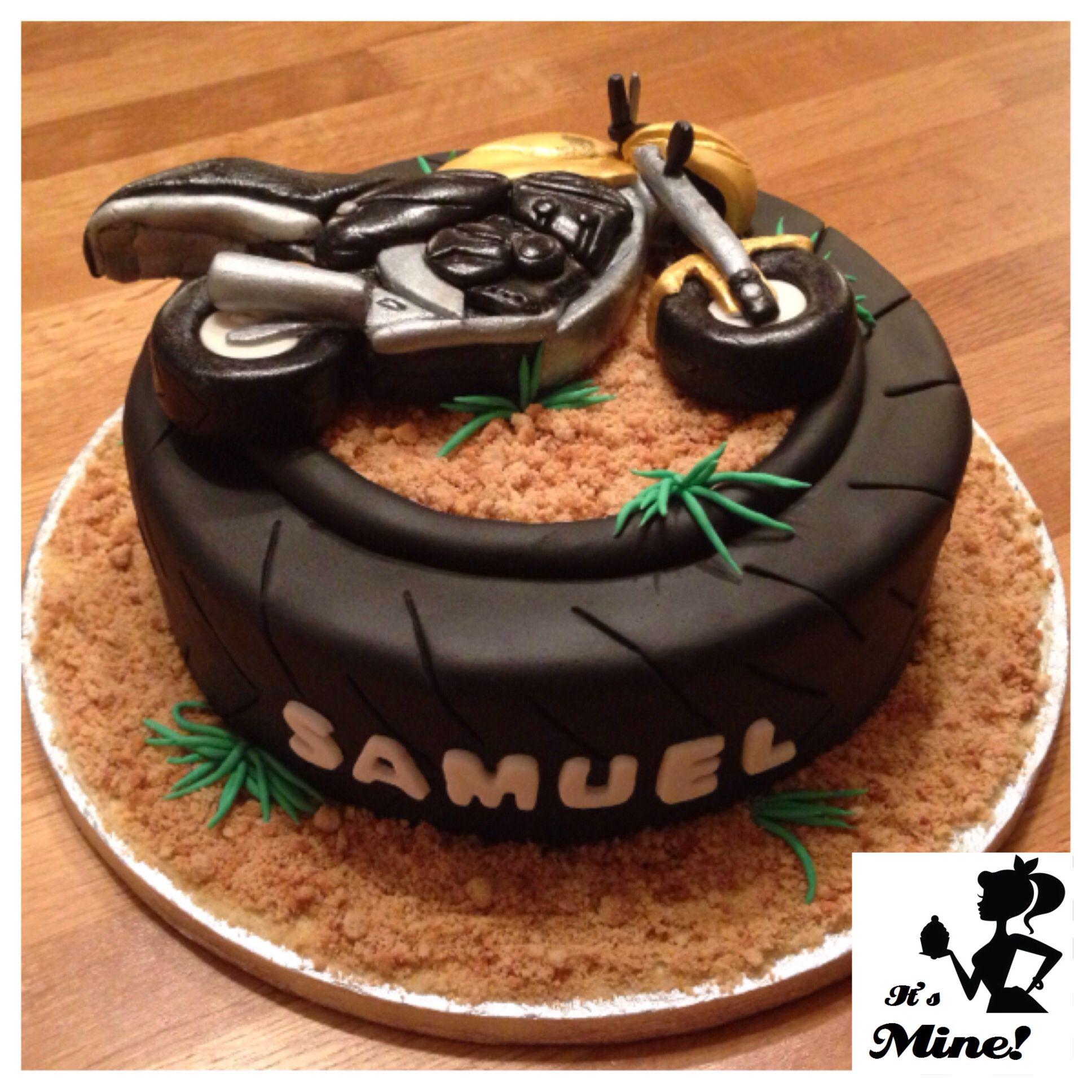 how to make a tire cake with fondant