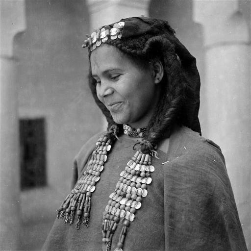 Besancenot Jean (19021992) Arago Woman Bijoux