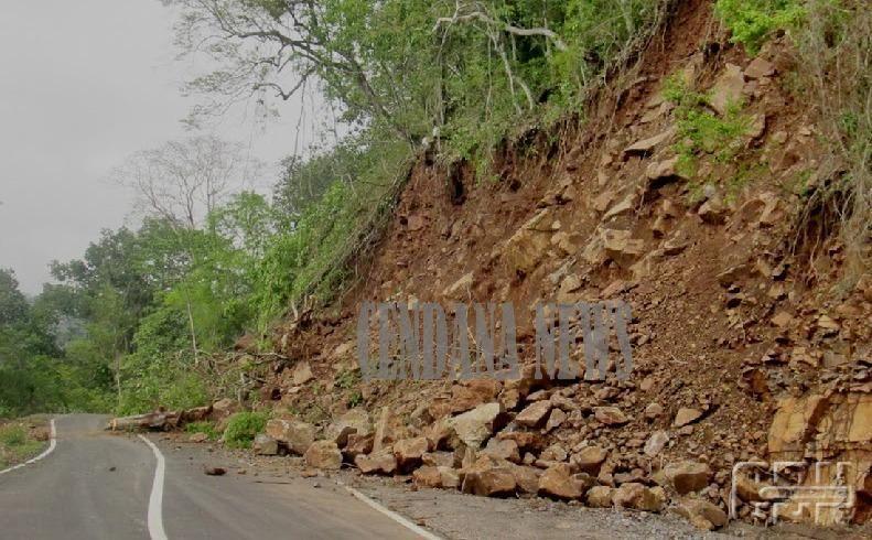 Tanah Longsor Jalan Utama Bandung Cianjur Selatan Putus Jalan Foto Alam Dan Pedesaan