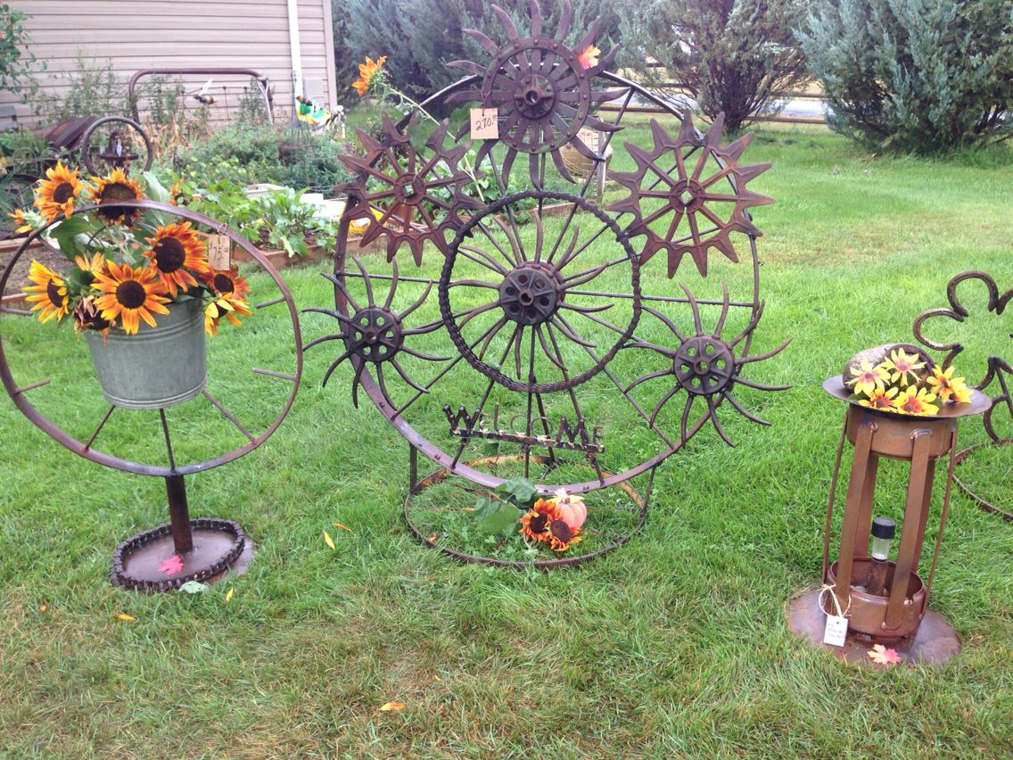 Metal yard art  Metal yard art, Yard art, Garden art diy