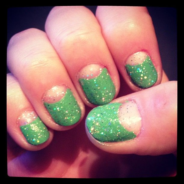 Green & glitter birthday manicure nail art #nails #nailart