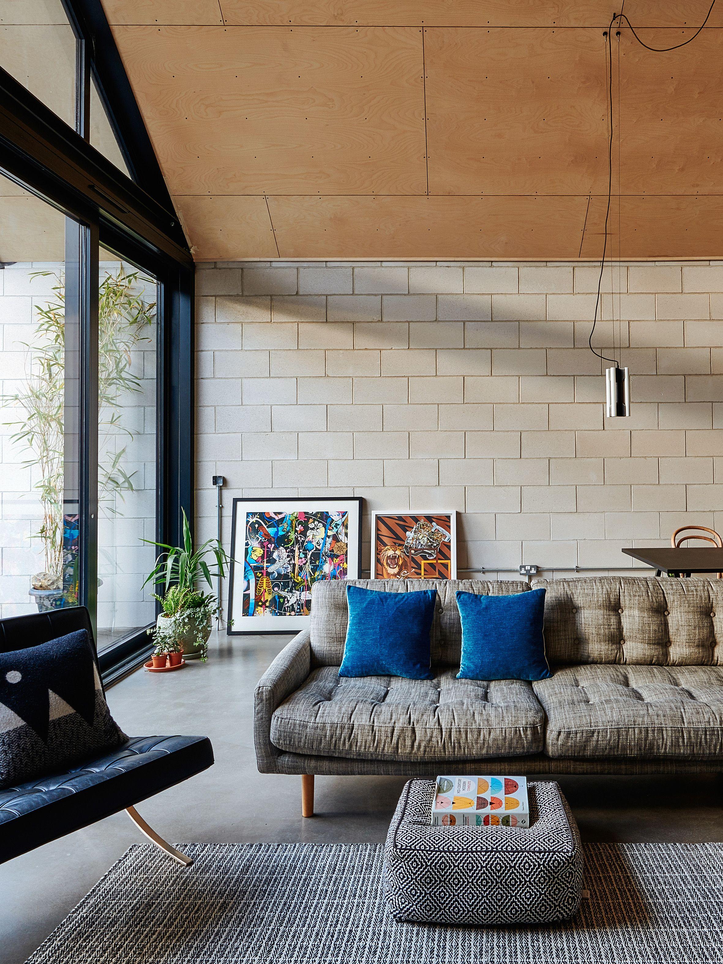 Avis Maison Habitat Concept original habitat: jon and nik daughtry   dark walls living