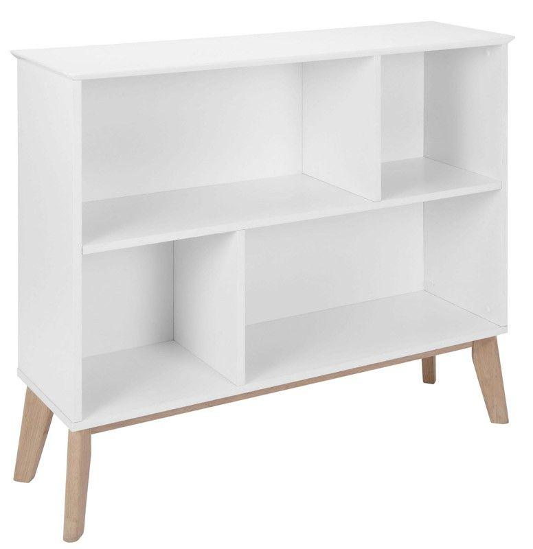 Century Bogreol - Smuk lille bogreol i et spændende sættekasse-look med 4 hylder i forskellige størrelser. Bogreolen er udført i hvidmalet MDF-træ med flotte ben i træ. Anvend til opbevaring af bøger eller til udstilling af dine yndlingsting.