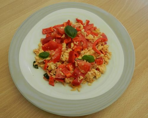 The perfect scrambled egg recipe to lose weight. Easy to make. Read why you need to eat eggs for weight loss.