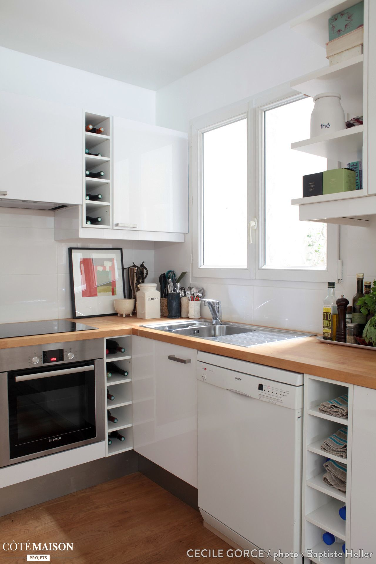 Une cuisine blanche lumineuse avec plan de travail en bois - Cuisine blanche avec plan de travail bois ...