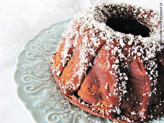 Bundt de chocolate com recheio de coco