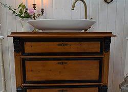 Badezimmermöbel Antik ~ Liebevoll aufgearbeitete antike badmöbel im landhaus vintage und