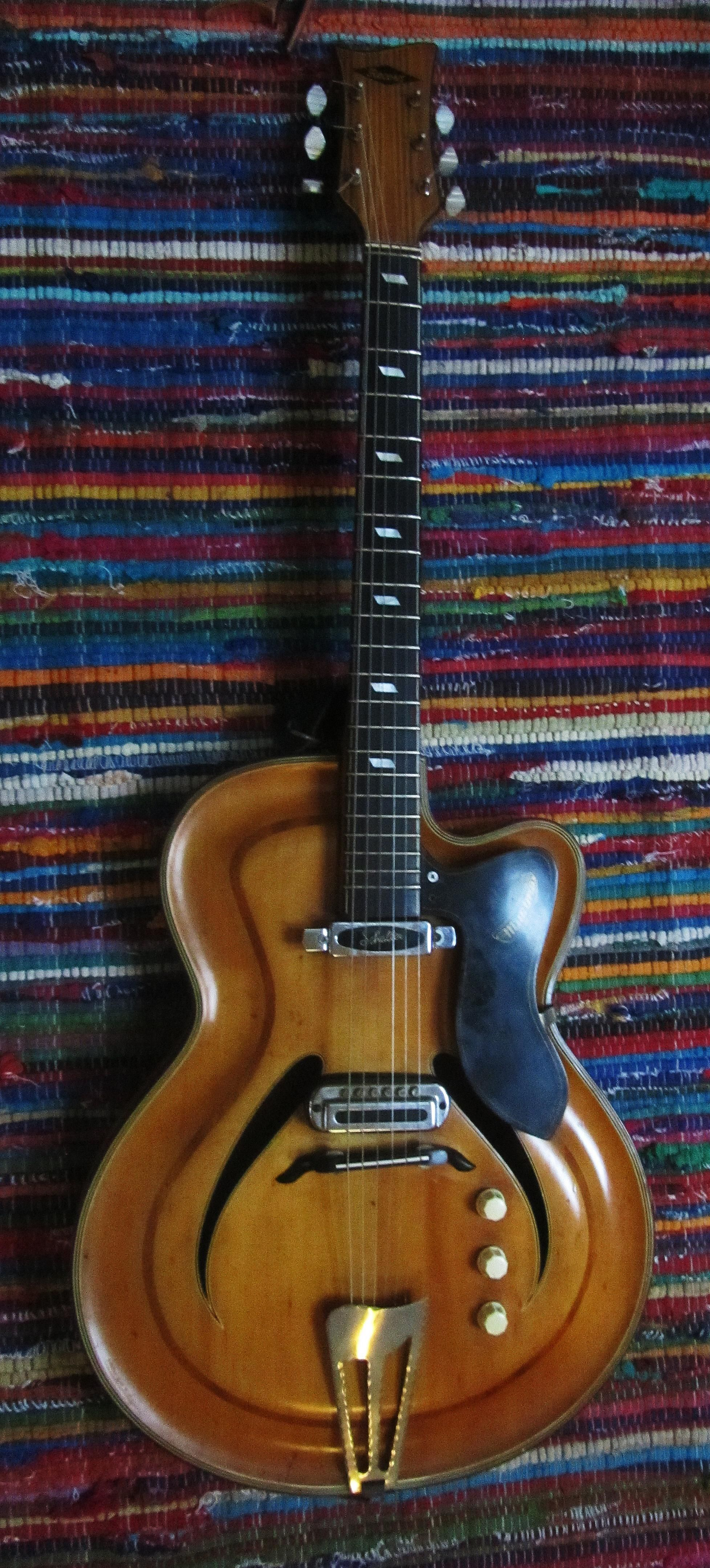 Musima Record: my main guitar with Undskyld probably until the end of time!