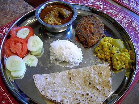 Indian food trail traditional maharashtrian veg non veg thalis indian food trail traditional maharashtrian veg non veg thalis guest post by meera receta forumfinder Image collections