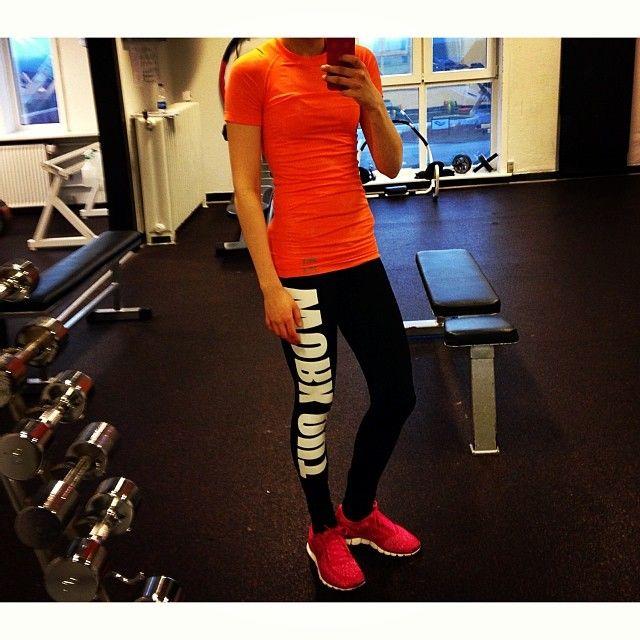 Fra ben træningen idag! Elsker allerede min nye Kari Traa trøje, som kom med posten igår! | #legday #svedtesomengris #minebenblevtæsket #nyttræningstøj #elskerdet #karitraaerdetbedste #fitfamdk #torsdag #Padgram
