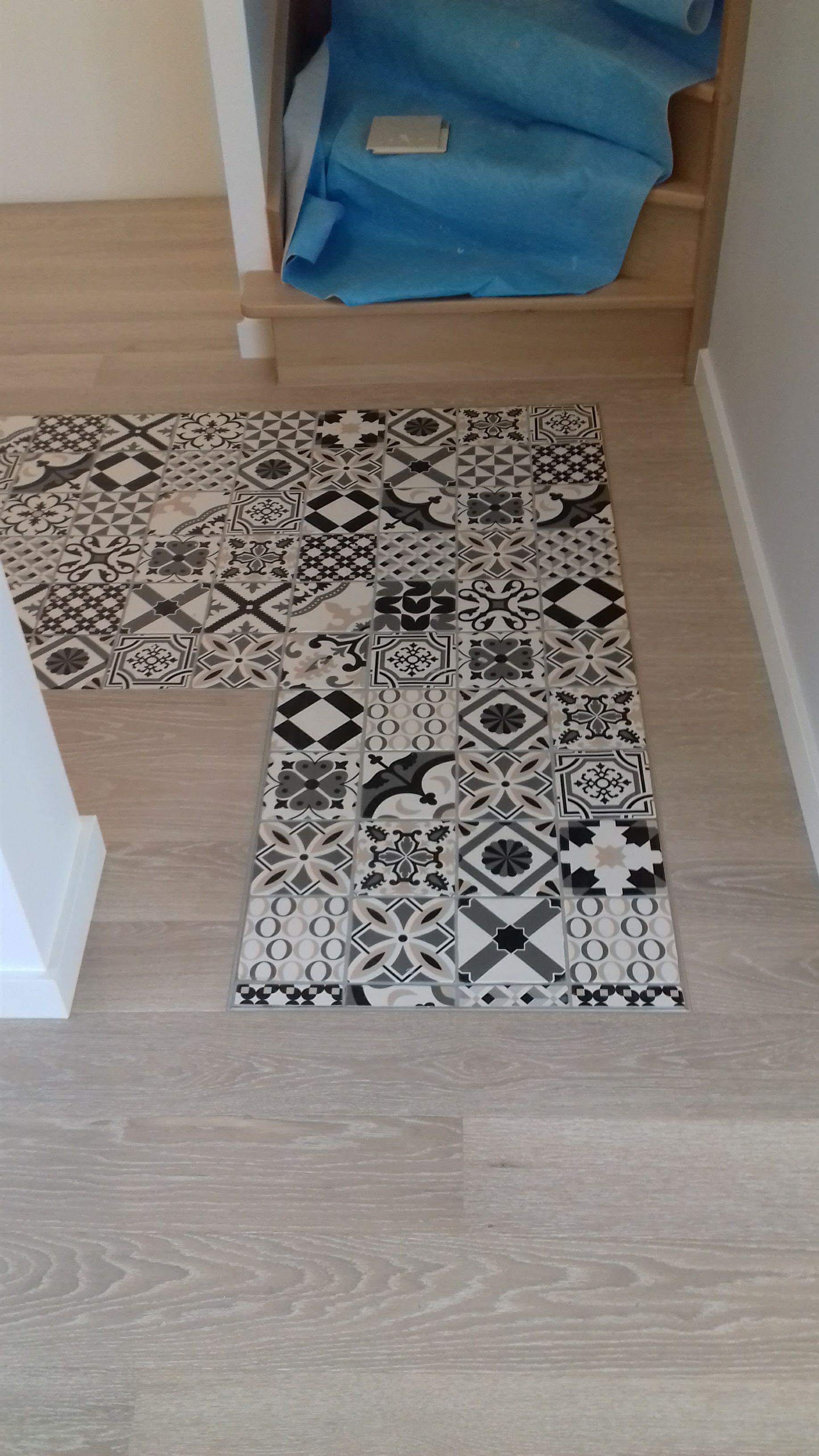 Parquet Contrecolle Quick Step Castello Cas1353s Chene Ceruse Blanc Mat Pose Autour D Un Carrelage Imitation Carreaux De Ciment Hardwood Floors Flooring Decor