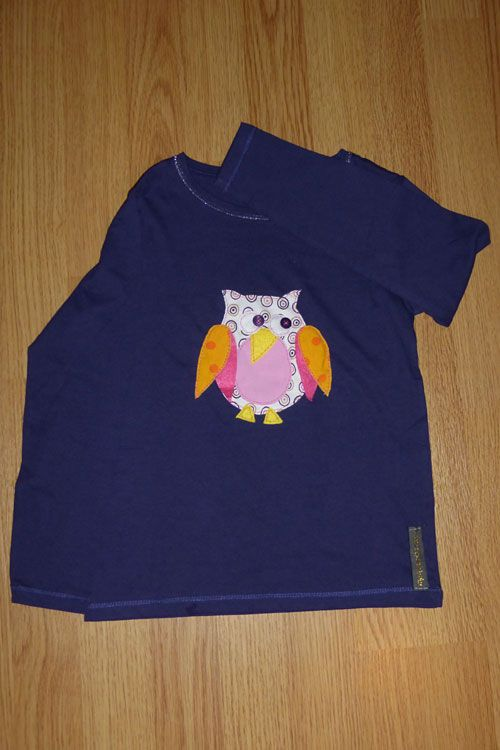 Camiseta personalizada a mano con botones, telas y fieltro. Búho, Mussol, Hibou, Owl.