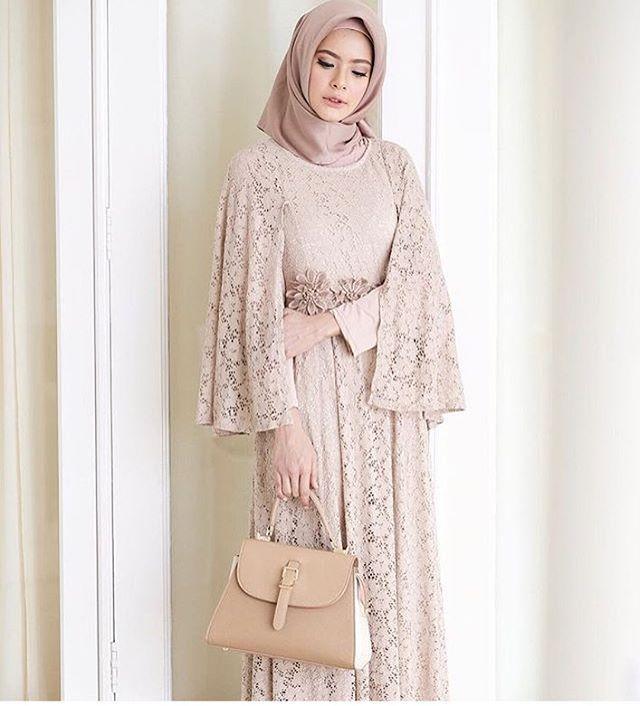 "5,498 Likes, 45 Comments - Gaun • Kebaya • Hijab • Mua (@inspirasigaunmuslimm) on Instagram: ""Inspired by @fairuzsakinah """