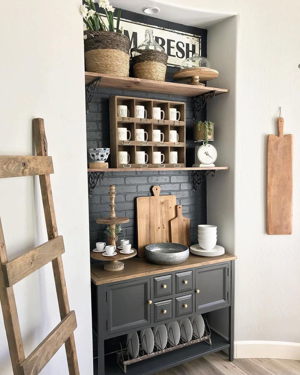 Amazing Country Decorating Ideas For Unique Home 967: 38 Amazing Antique Farmhouse Decoration Ideas For Your