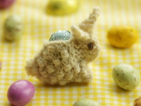 conejito en dos agujas para poner huevo de pascua | crochet ...