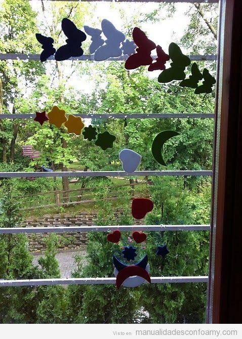 Ventana decorada con mariposas y otras formas de goma Eva | Manualidades con Foamy | Fotos, vídeos, tutoriales e ideas para hacer manualidades con foamy para niños