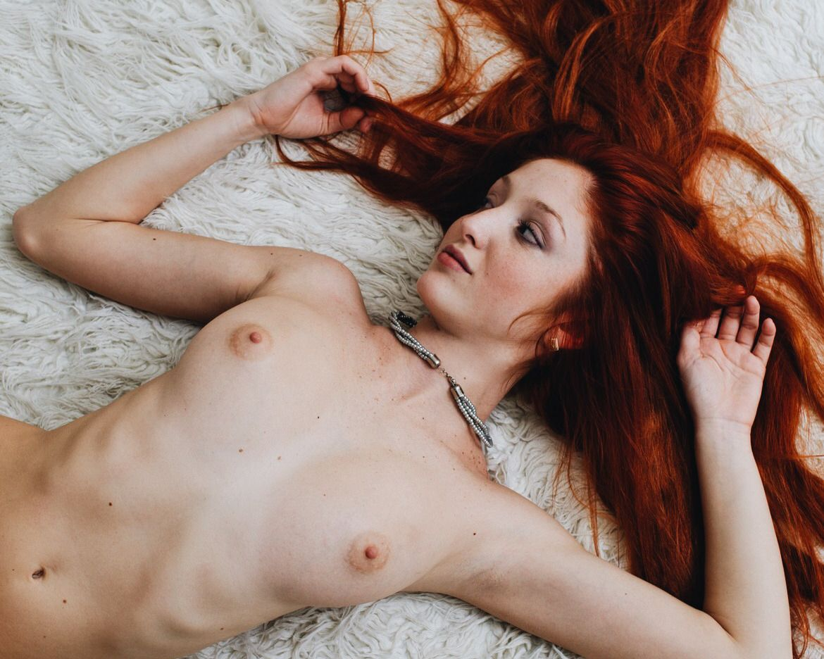 Young red headed women naked — photo 5