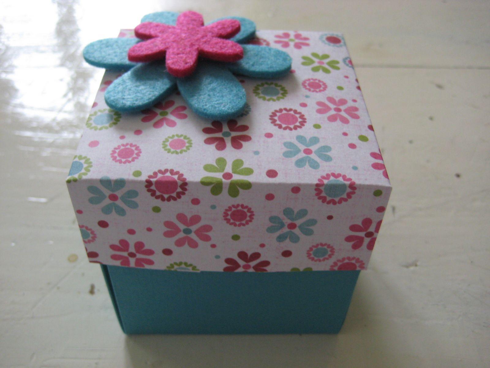 Juwelendoosje versieren met bloemen uit vilt idee n voor het huis pinterest bloemen en met - Versieren van een muur in ...