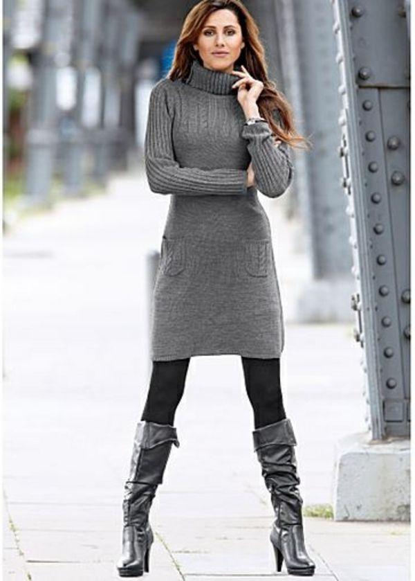 838332349c95 une robe pull avec un col cheminée et des poches