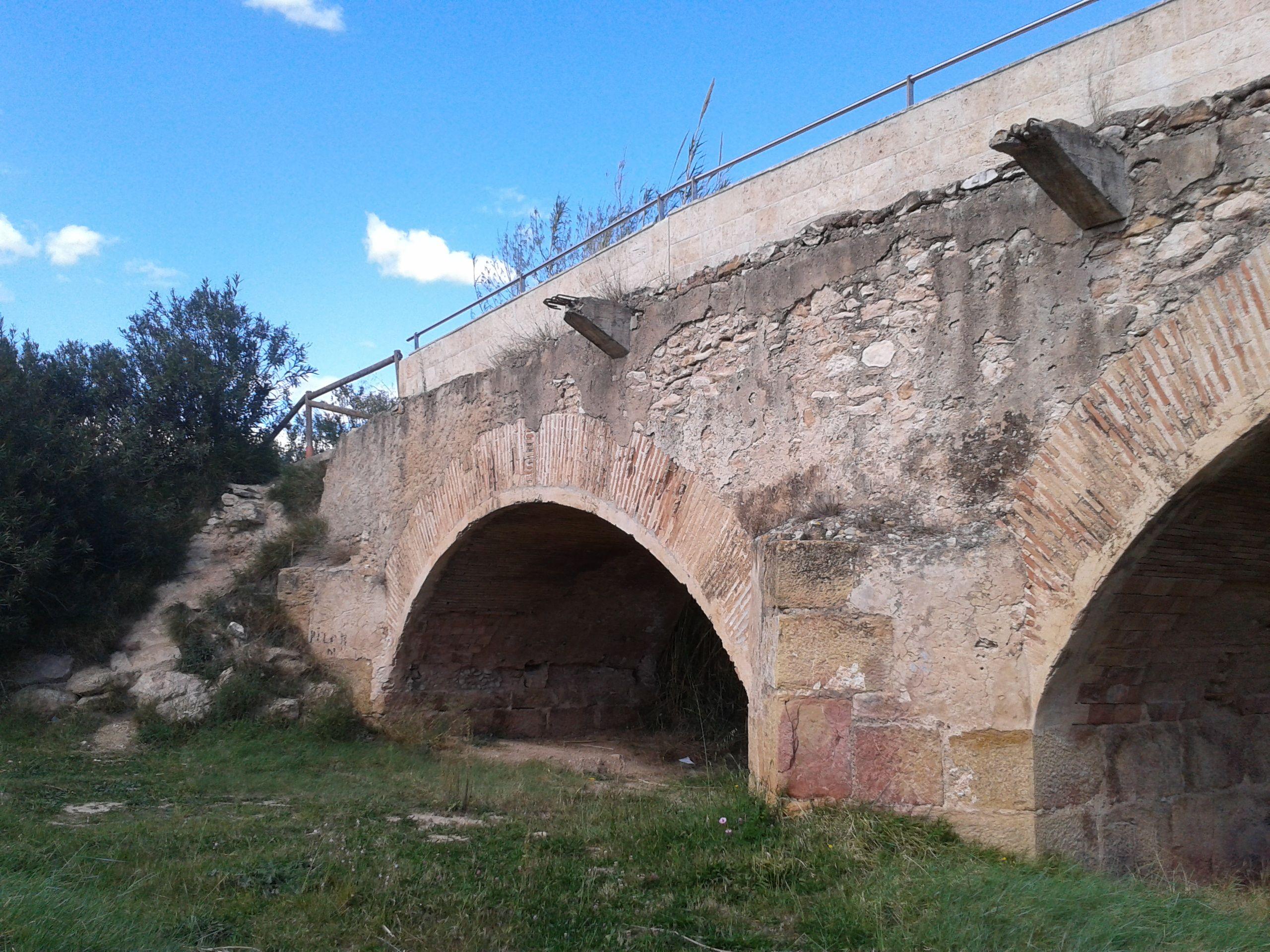Por debajo del Puente Viejo no solo pasa el Turia, también podemos pasear nosotros