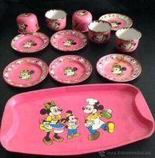 juego de tazas bandeja y platos de walt disney de los años 60 de metal juguete mickey minnie mouse