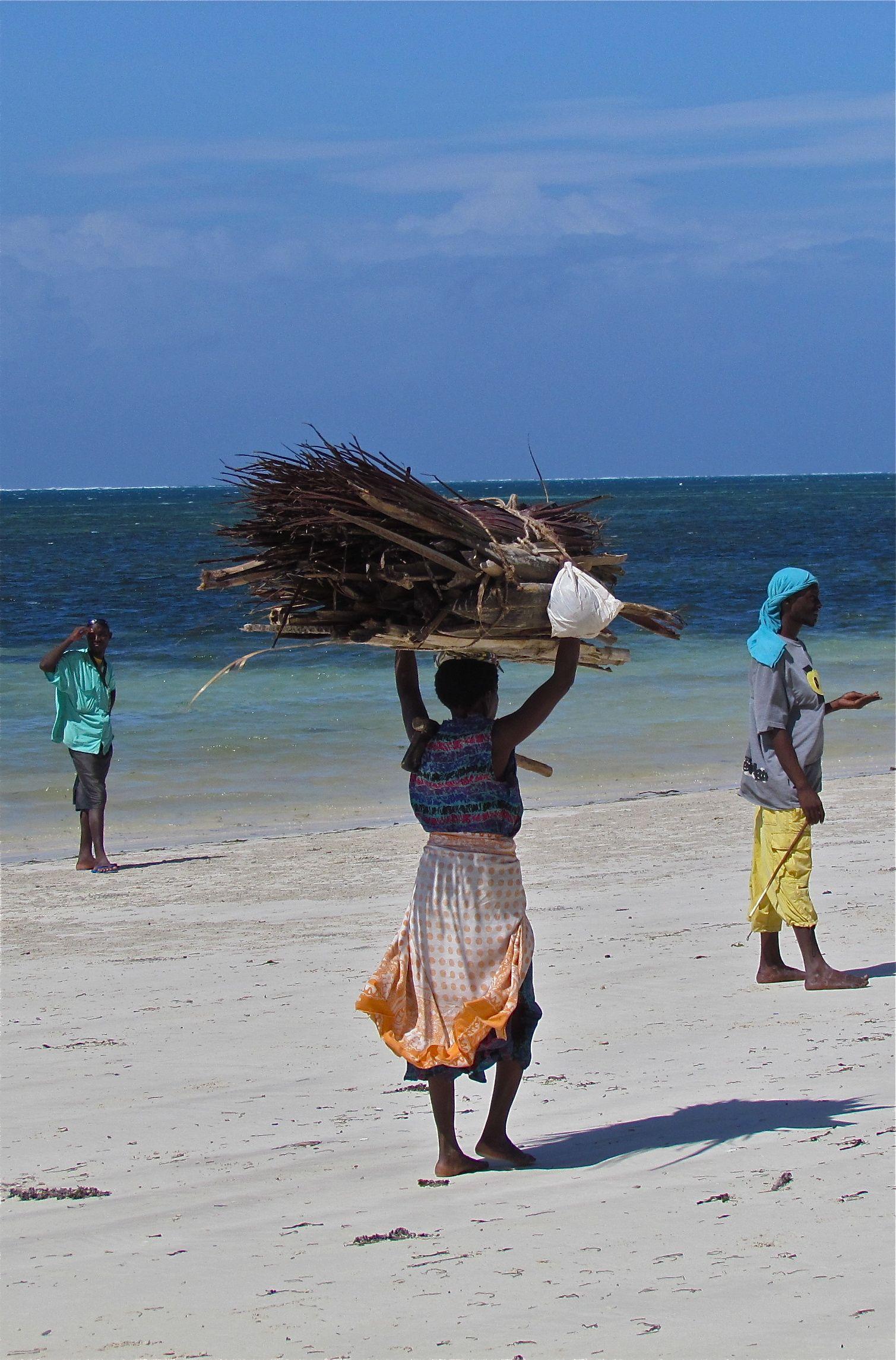 Woman at work on a Mombasa beach. Photo: Åse Margrethe Hansen