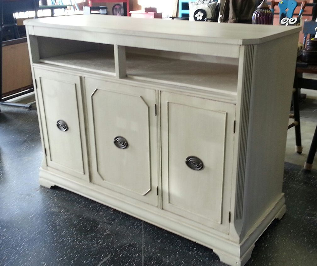 It Was Painted A Drop Cloth Chalk Paint And Has A Grunge Glaze That Is A  Dixie Bell Paint Company Brand.