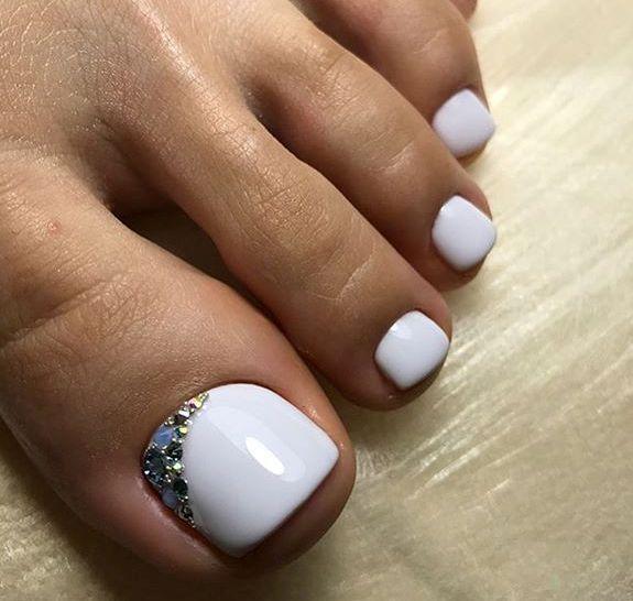 White Rhinestone Toe Nailart Toe Nails Gel Toe Nails Pretty Toe Nails