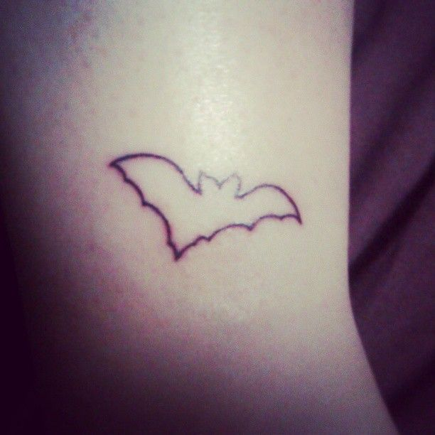 b61d5497bf8a7 Small Outline Tattoos Designs Small outline bat tattoo | Tattoo ...