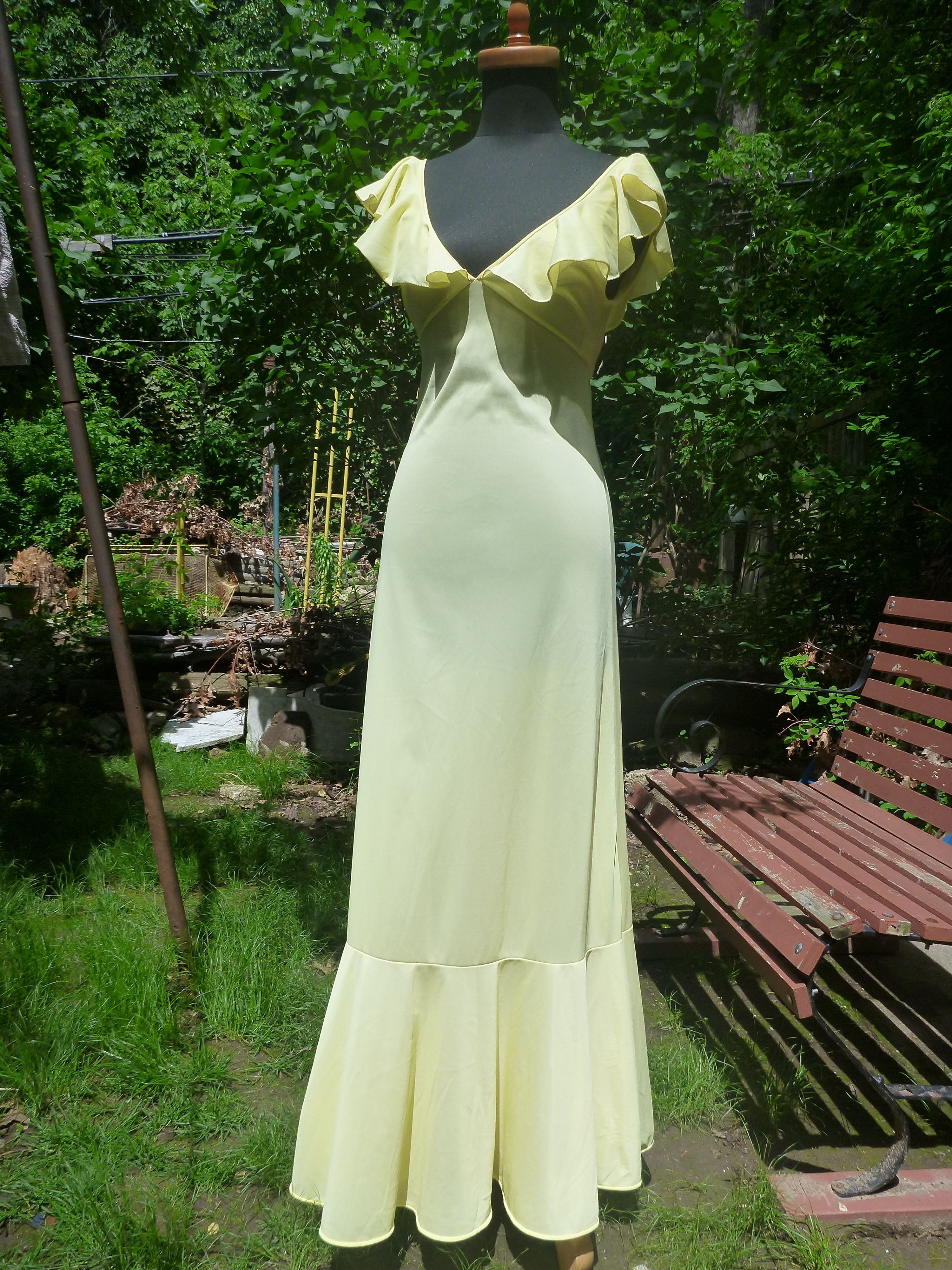 Fluttery, buttery, heavenly! Seventies Vassarette gown. $17 on Etsy: https://www.etsy.com/listing/195088692/70s-vintage-pale-yellow-long-nylon?ref=shop_home_active_9
