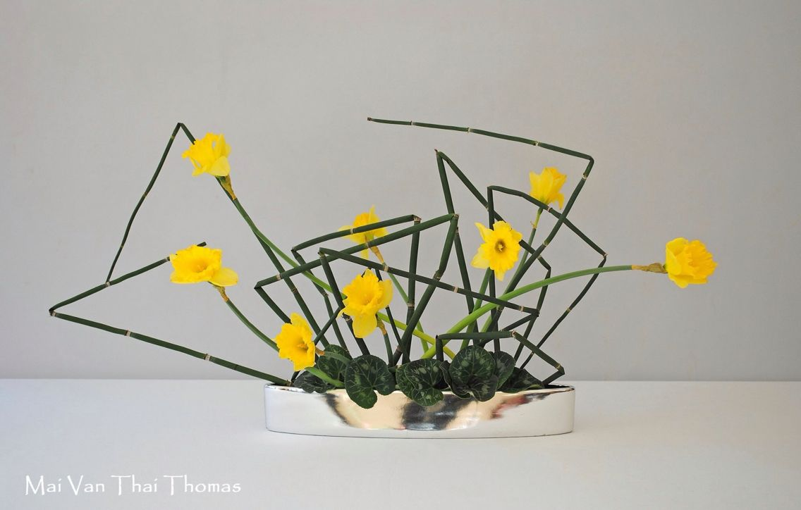 Ikebana Daffodils Ikebana Flower Arrangement Ikebana Arrangements Flower Arrangements Simple